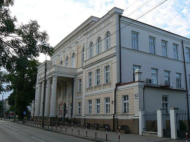 http://upload.wikimedia.org/wikipedia/commons/thumb/f/f8/Bia%C5%82ystok_ul._Warszawska_63%2C_Kamienica_pana_Tr%C4%99bickiego.jpg/640px-Bia%C5%82ystok_ul._Warszawska_63%2C_Kamienica_pana_Tr%C4%99bickiego.jpg?uselang=ru