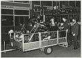 Bij een inval in jongerencentrum 't Anker aan de Parklaan 45 zijn enkele motoren, die volgens de polietie waarschijnlijk gestolen zijn, in beslag genomen. NL-HlmNHA 54010004.JPG