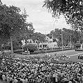 Bijeenkomst voor het paleis van de gouverneur op het Gouvernementsplein in Param, Bestanddeelnr 252-4406.jpg