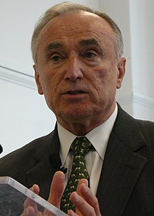 Bill Bratton at the seminar on his new book Collaborate or Perish! Lessons for Politics, Business and Public Services.jpg