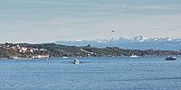 Bodensee, Meersburg, reger Schiffsverkehr und die Nagelfluhkette im Allgäu.jpg