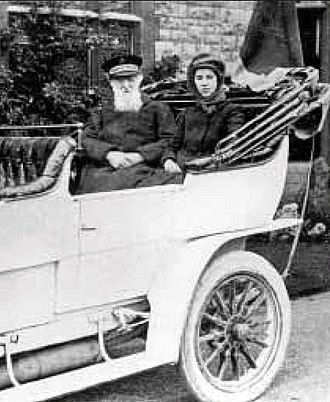 Catherine Bramwell-Booth - With her grandfather the General during the 1904 motorcade