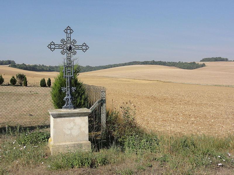 Bouquemont (Meuse) croix de chemin et paysage