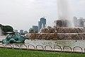 Buckingham Fountain - Chicago (958104160).jpg