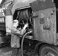 Bundesarchiv B 145 Bild-F011251-0003, Bonn, Flüchtling mit seinem Tankfahrzeug.jpg
