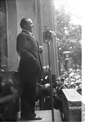 Tri-Ergon - Richard Tauber at a concert in the Berlin Zoological Garden in August 1932