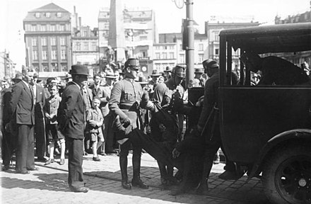 Danzig police arrest a protester in the aftermath of the 1933 Parliamentary Elections. Bundesarchiv Bild 102-14649, Danzig, Verhaftung am Wahltag.jpg