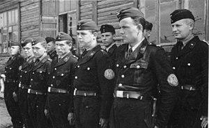 Ukrainian Auxiliary Police - Image: Bundesarchiv Bild 146 1982 161 01A, Ukrainische Wachmannschaft eines Torfwerks