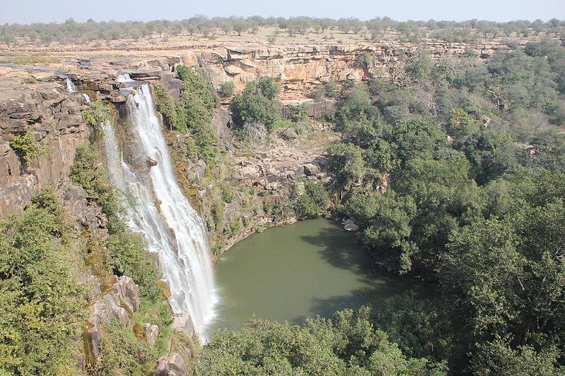 File:Bundi water falls, Rajasthan.jpg
