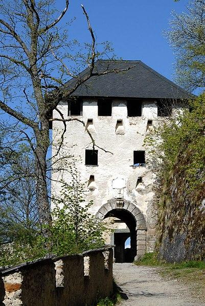 Fil:Burg Hochosterwitz Waffentor 22042007 1600x1200 01.jpg
