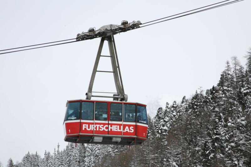 File:CH Furtschellas aerial tram.jpg