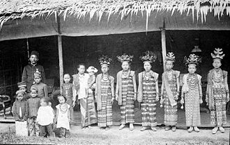 Lampung people - Lampung girls in dance costume at the time of the Dutch East Indies.