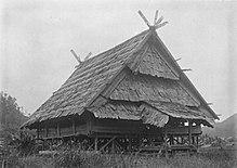 220px COLLECTIE TROPENMUSEUM Een Pamona geestenhuis ten zuiden van het Poso meer TMnr 60028788