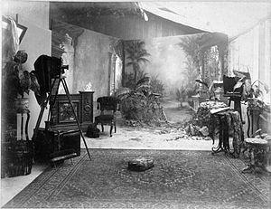 Photographic studio - Image: COLLECTIE TROPENMUSEUM Het interieur van de fotostudio Stafhell & Kleingrothe in Medan. T Mnr 60001724