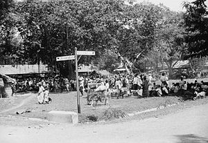 Selong - Road sign at a market near Selong (1949)