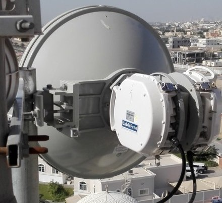 CableFree 2+0 XPIC Microwave Link showing OMT and two ODUs connected to H & V polarity ports CableFree 2+0 HCR Microwave Link.jpg