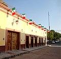 Calle Jalisco, Dolores Hidalgo, Guanajuato - Fachadas y banderas 1.jpg