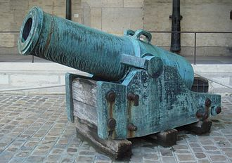 Year XI system - Canon obusier de 11 pouces (11-inch gun-howitzer), système An XI, bronze founded in 1810 at Douai. Caliber: 297 mm. Length: 2.56 m. Weight: 6,174 kg. Ammunition: shells.