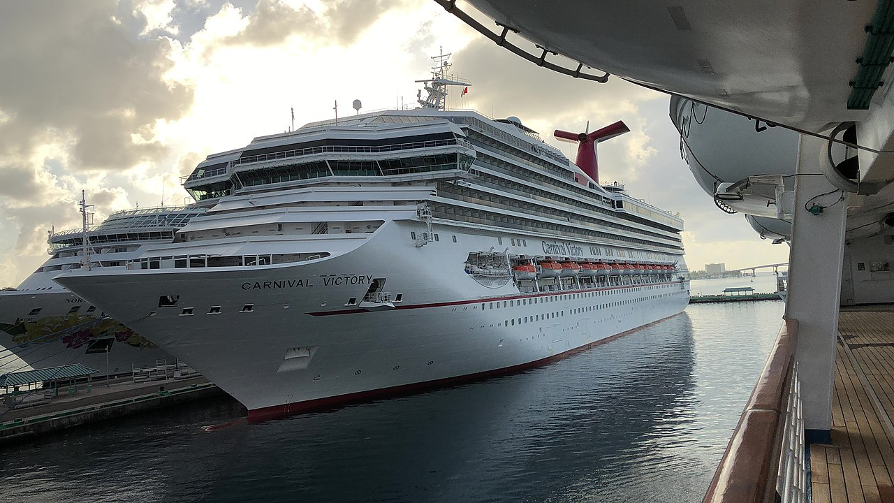 file carnival victory docked in nassau after refit in 2018 jpg