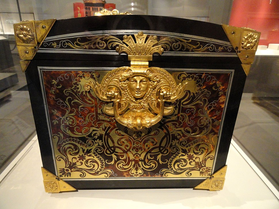 Casket, early 18th century, attributed to Andre-Charles Boulle, oak carcass veneered with tortoiseshell, gilt copper, pewter, ebony - Art Institute of Chicago - DSC09745