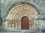 Portada de la Colegiata de Castañeda, Cantabria.