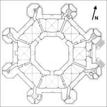Восьмиугольный план замка - достаточно редкое явление для архитектуры того времени - включает в себя и восемь башен...