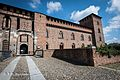Castello Visconteo entrata principale destra.jpg
