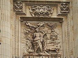 Puerta del clero con imagen de Santa Catalina por Lucas González.