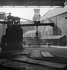 Cecil Beaton Photographs- Tyneside Shipyards, 1943 DB73.jpg