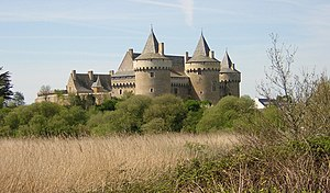 Château de Suscinio - The Château de Suscinio: general view from the beach. Note the two large towers of the gatehouse
