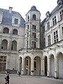 Chambord - château, cour (06).jpg