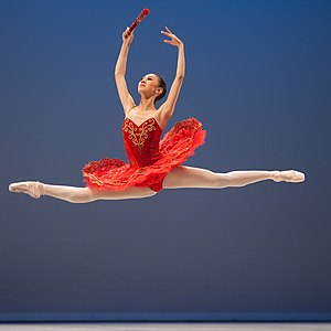 Ballon (ballet) - A ballerina appears to be suspended in the air during a grand jeté.