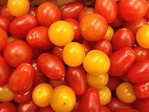 Cherry tomato - Image: Cherry tomaotoes on display