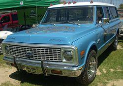Chevrolet Suburban Custom Deluxe