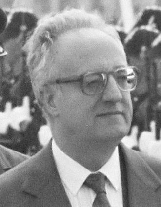 Christos Sartzetakis - Image: Christos Sartzetakis (1989) cropped