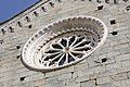 Cinque Terre, Corniglia, chiesa di San Pietro. Rosone. - panoramio.jpg
