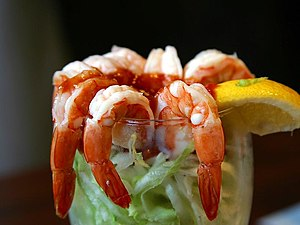 English: A shrimp cocktail.