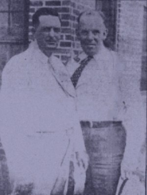 Red Crown Tourist Court - The sheriff and the captain, Coffey (left) and Baxter joined forces to take on the BAR-boosted firepower of Bonnie and Clyde.