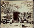 Collectie Nationaal Museum van Wereldculturen TM-60062281 Hut met strodak, ervoor een man, vrouw en kind Jamaica J. Valentine & Sons (Fotostudio).jpg