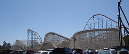 Six Flags Magic Mountain vanaf de parkeerplaats