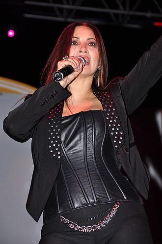 Myriam Hernández - Hernández performing in Ecuador.