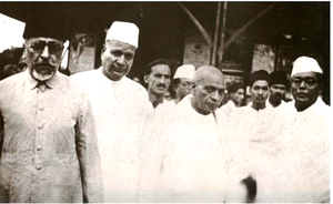 Patel, Azad, Jivatram Kripalani and other Congressmen at Wardha.