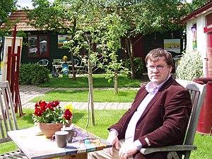 Cor Melchers - Melchers in his garden in front of his atelier in Huissen