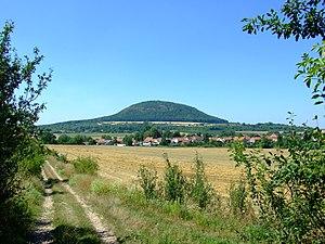 Říp Mountain - Image: Ctiněves, Říp a obec
