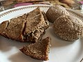 Cuisine arménienne - Sini Kofte (à gauche) et deux Mitchougov Kofte (à droite) - 2.jpg