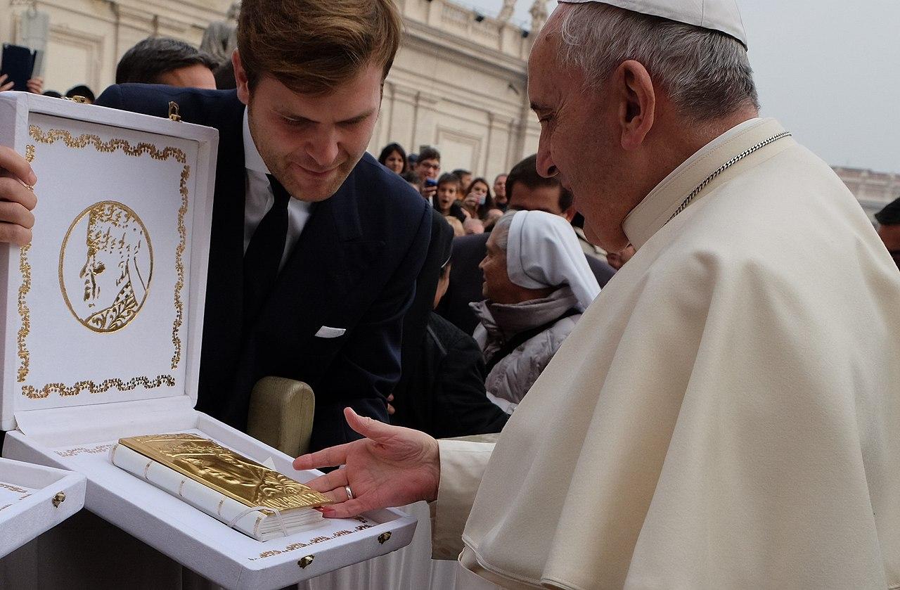 File D Oro Collection Papa Francesco Jpg Wikimedia Commons