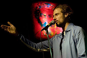 Dan Allen (comedian) - Allen hosting ¡SACAPUNTAS! in June 2009.