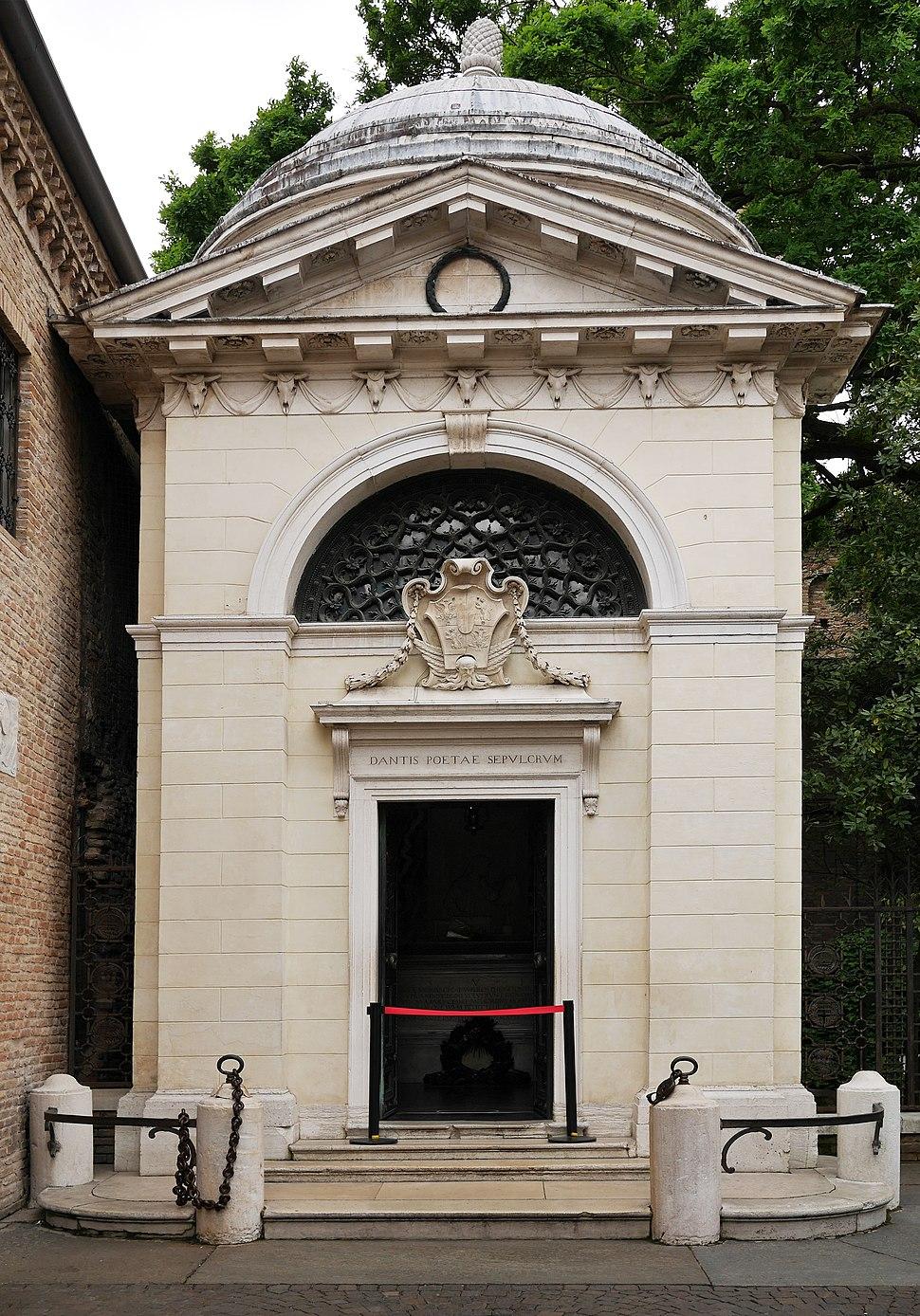 Dante Alighieri tomb in Ravenna (exterior)