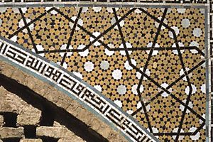 Paul Steinhardt - Girih tile quasicrystal pattern on right half of spandrel at Darb-e Imam Shrine