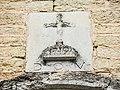 Date au-dessus du portail de l'église de Belvoir.jpg